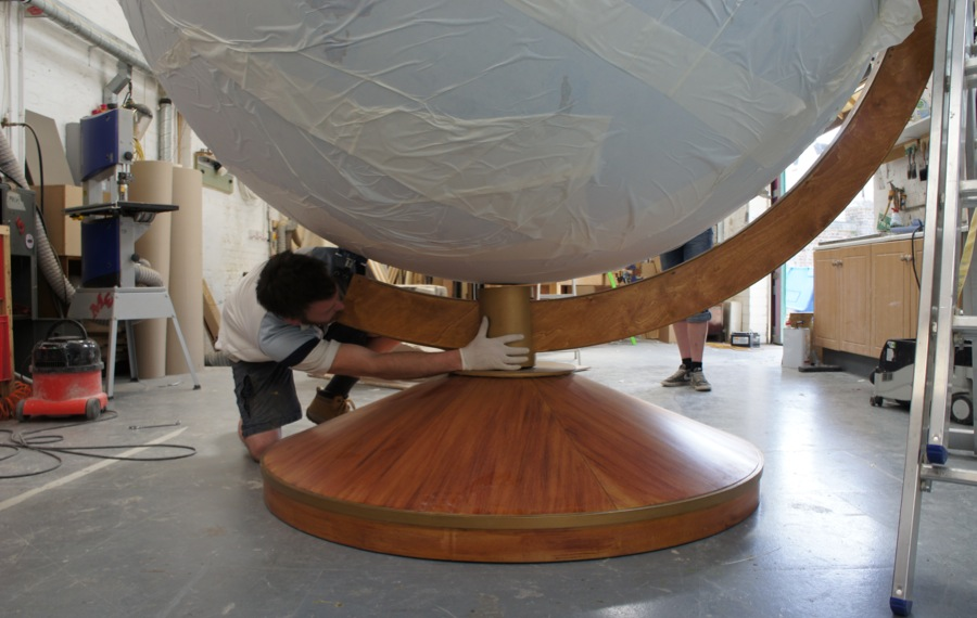 Making of the stand for the largest globe