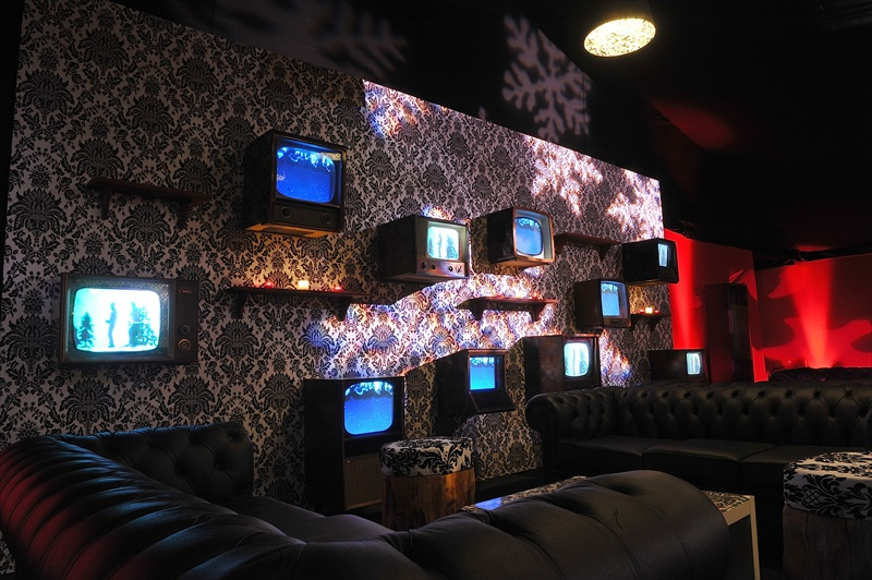 retro-vintage-tv-wall-01