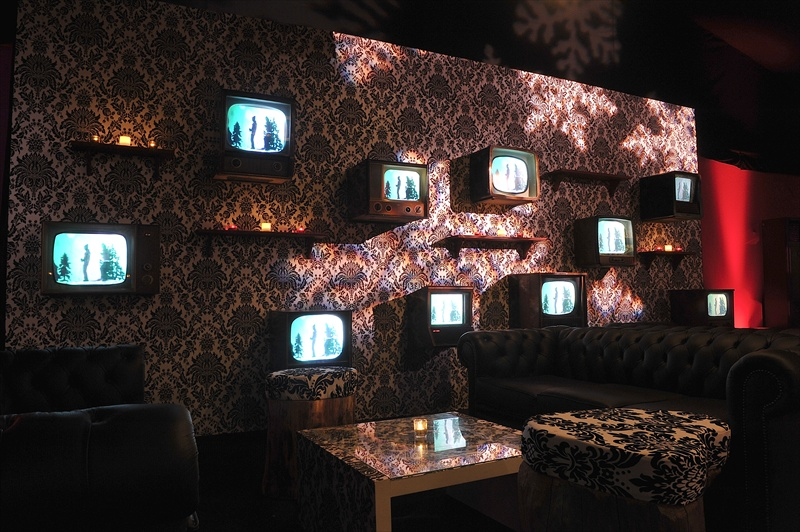 retro-vintage-tv-wall-03