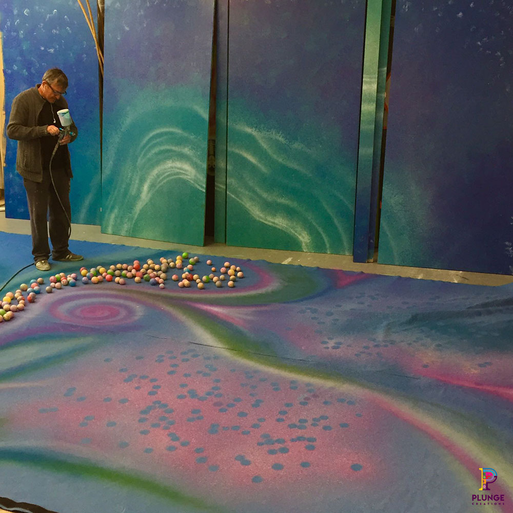 Ball effect on Cirque Du Soleil Christmas Tree Kings Cross