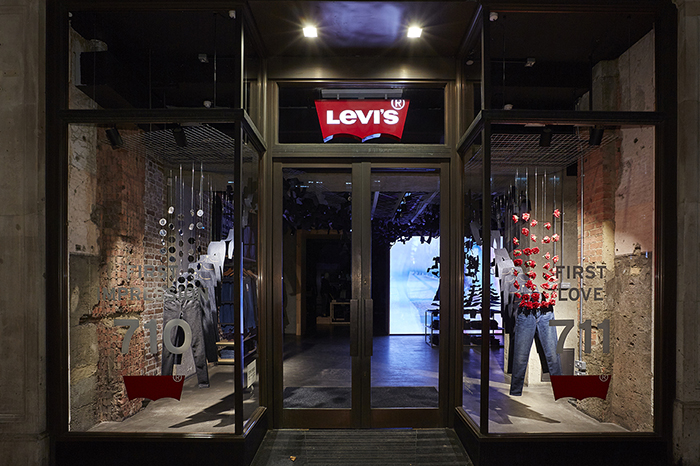 Shop Levi's Since , Levi Strauss & Co has been a quintessential American clothing retailer. The company, founded by Levi Strauss, in the throes of the Gold Rush in San Francisco as a dry goods business, introduced tough work wear in blue denim in