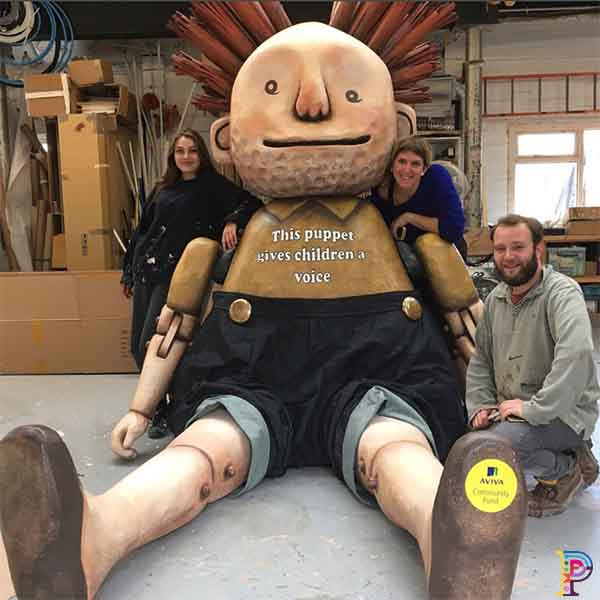 Giant puppet prop